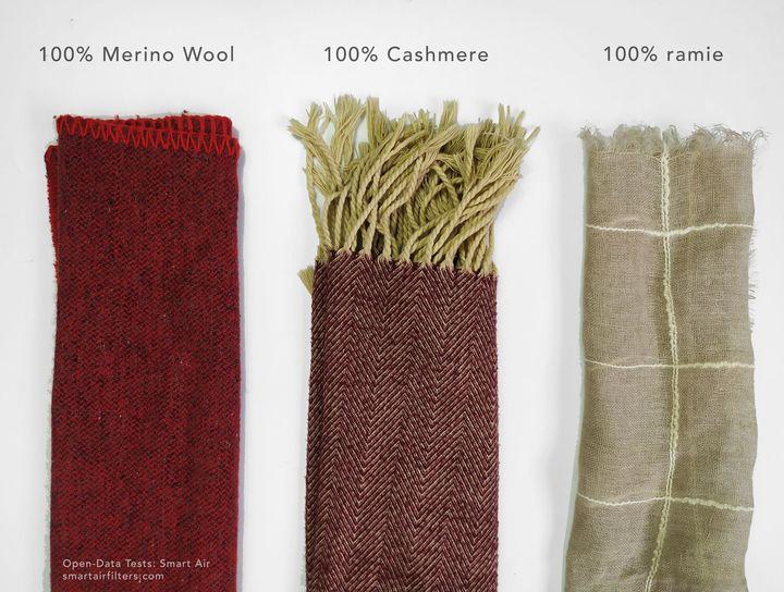 (De gauche à droite) Des foulards en laine mérinos, en cachemire et en ramie