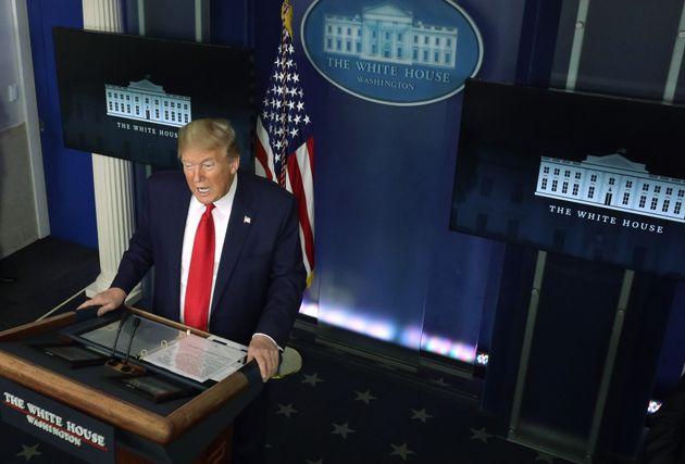 En marge de l'épidémie de coronavirus, Donald Trump a fait une grande annonce sur la suspension...