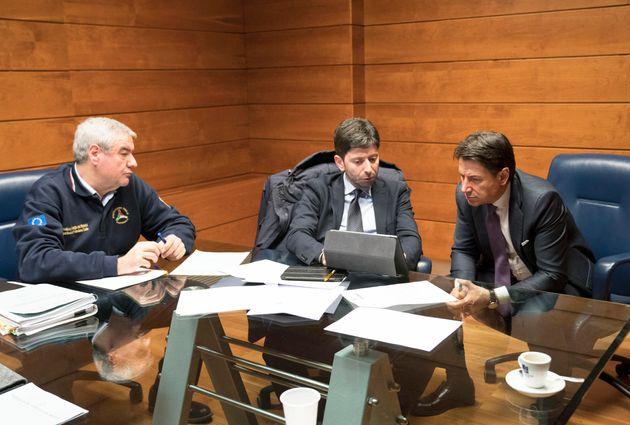 Conte al Comitato Operativo della Protezione Civile con il Ministro