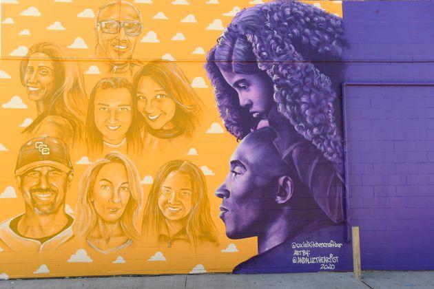 Une fresque honorant toutes les victimes de l'accident d'hélicoptère : Kobe Bryant, Gianna...