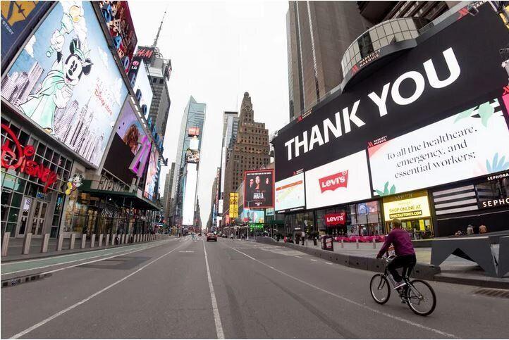 Η 7η Λεωφόρος στην Times Square στη Νέα Υόρκη, Κυριακή του Πάσχα, 19 Απριλίου, 2020.