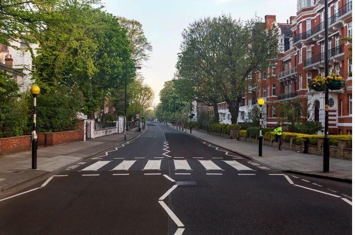 Η διάβαση στην Abbey Road, στο Λονδίνο, την Μ.Πέμπτη, 16 Απριλίου, 2020.