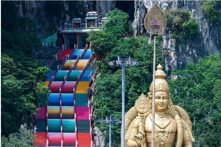 Τα σκαλιά που οδηγούν στις Σπηλιές Μπατού στην Κουάλα Λουμπούρ της Μαλαισίας, στις 30 Μαρτίου, 2020.