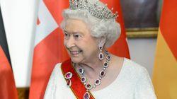 Η βασίλισσα Ελισάβετ γιορτάζει τα 94α της γενέθλια με ένα βίντεο από την παιδική ηλικία και μια βασιλική