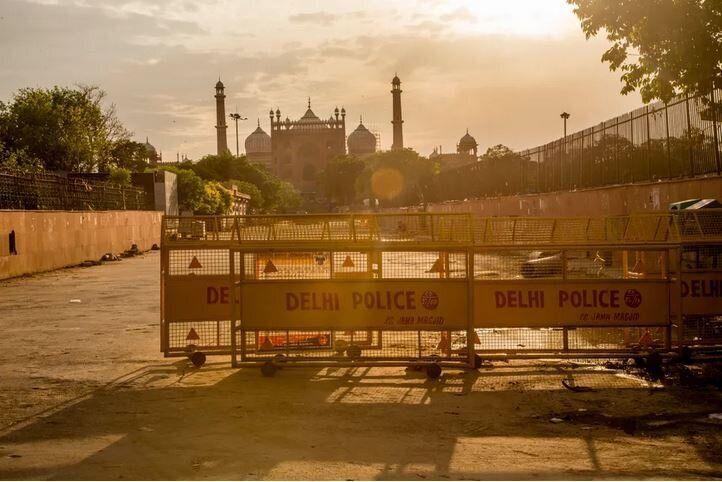 Το Τζάμα Μασγίντ, το κύριο ισλαμικό Τέμενος στην περιοχή του παλιού Δελχί στην Ινδία, κλειστό, την Δευτέρα του Πάσχα, 20 Απριλίου, 2020.