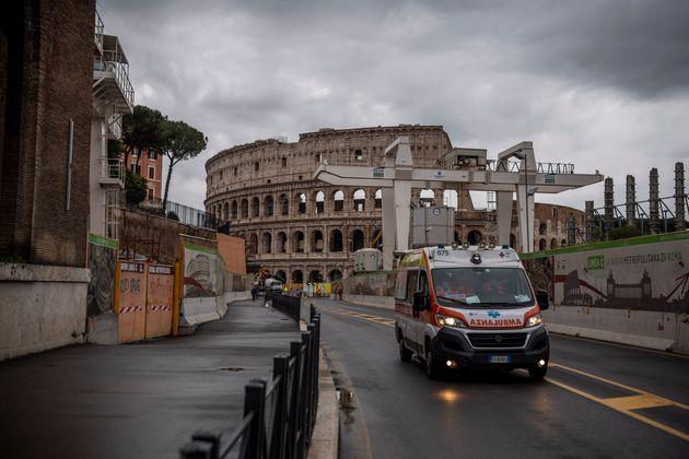 Italia reduce sus casos activos en más de 500, mientras Reino Unido supera las 800 muertes diarias solo...
