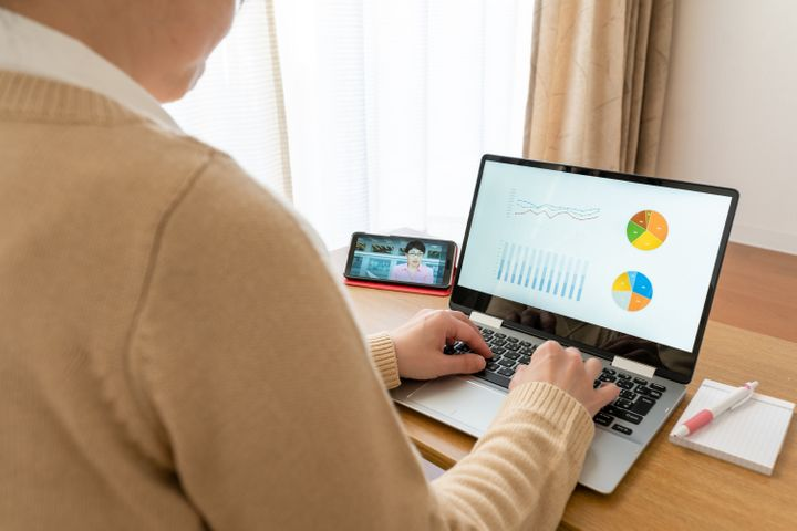 モバイルディスプレイは、自宅での作業はもちろん、外出先でも役立つ便利アイテムです。