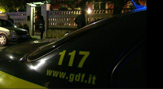 Puntavano ai fondi Covid: a Milano otto arresti per