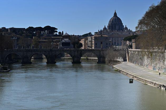Rilevato il Coronavirus nelle acque di scarico di Roma e Milano. Ma non c'è da