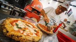 Região de Nápoles inicia retomada do comércio e libera entrega de pizzas em