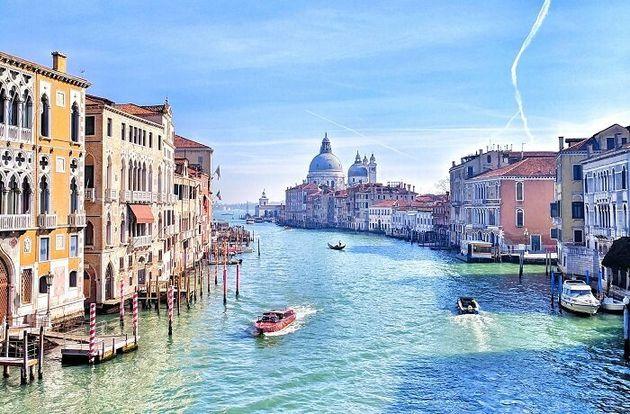 水の都ヴェネツィアは封鎖によって水路の水が澄んできたといわれる