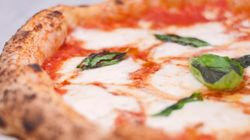 A Napoli riparte la pizza: via libera alle consegne a
