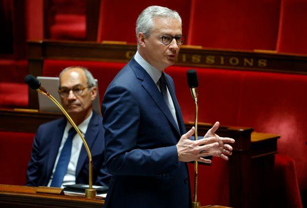 Le ministre de l'Économie, dans l'hémicycle de l'Assemblée nationale durant la crise du coronavirus,...