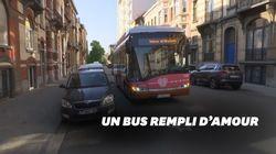 Ce bus belge diffuse les messages enregistrés par les habitants à leur