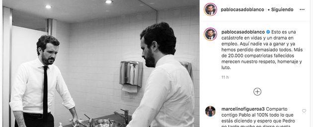 Pablo Casado en el baño frente al