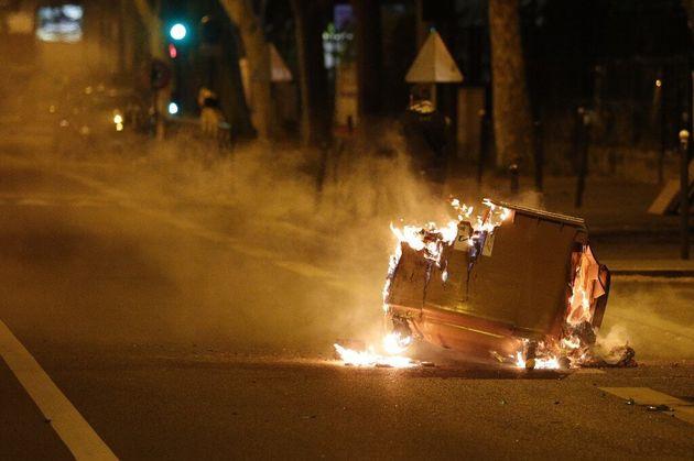 Castaner pointe la dureté du confinement dans les quartiers populaires pour expliquer les violences...