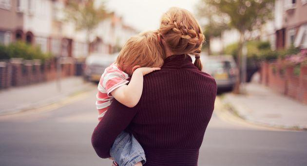"""""""Mamma, ho paura del virus e non voglio più uscire"""": l'allarme dei pediatri su El"""