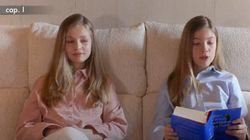 Compartiendo libro con su hermana y desde el sofá de Zarzuela: así ha sido la primera intervención pública de la infanta