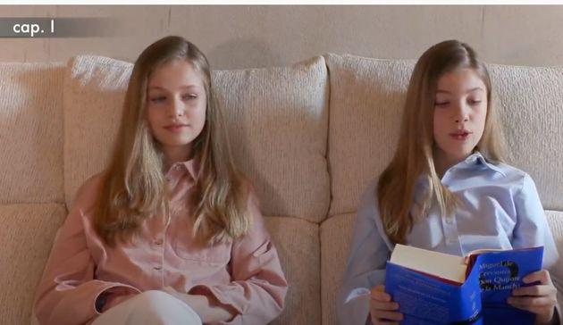 Compartiendo libro con su hermana y desde el sofá de Zarzuela: así ha sido la primera intervención pública...