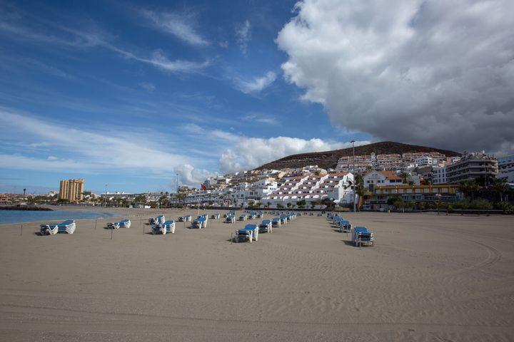 Una playa de Tenerife, desierta tras decretarse el estado de alarma.
