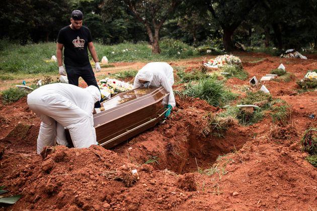 Prefeitura de São Paulo suspende velórios de vítimas da covid-19 ...