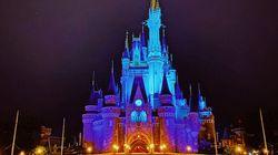 シンデレラ城がブルーの光に包まれた。ディズニーが医療関係者への感謝を伝えるために