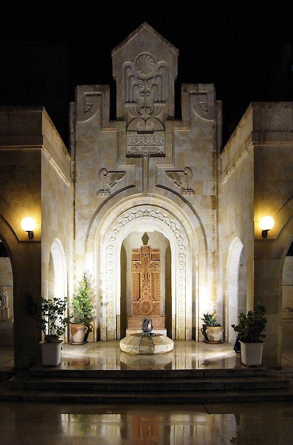 Η εξωτερική όψη της Εκκλησίας Μνήμης των Μαρτύρων της Αρμενικής Γενοκτονίας στην πόλη Ντέιρ εζ-Ζορ (Deir...