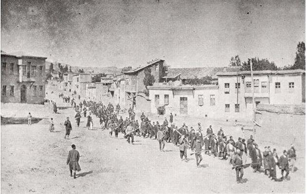 Αρμένιοι οδηγούνται στη φυλακή και από εκεί στην