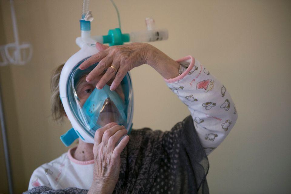 Ηλικιωμένη στο νοσοκομείο-...
