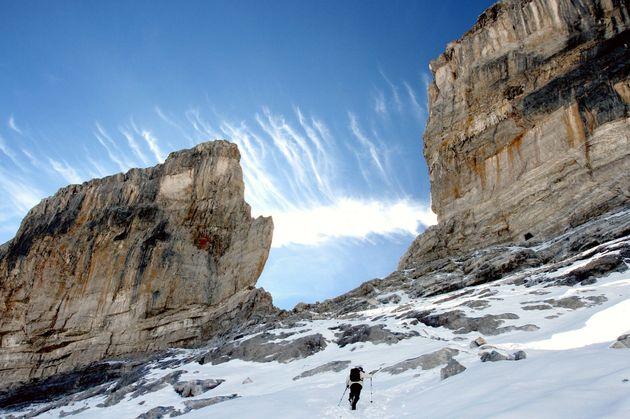 La brèche de Roland, sur les hauteurs du village de Gavarnie, dans les Hautes-Pyrénées, est un des lieux...