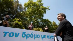 ΣΥΡΙΖΑ: Ο Μητσοτάκης και ο ανιψιός του οργάνωσαν «τυχαία» μια συναυλία έξω από το Μέγαρο