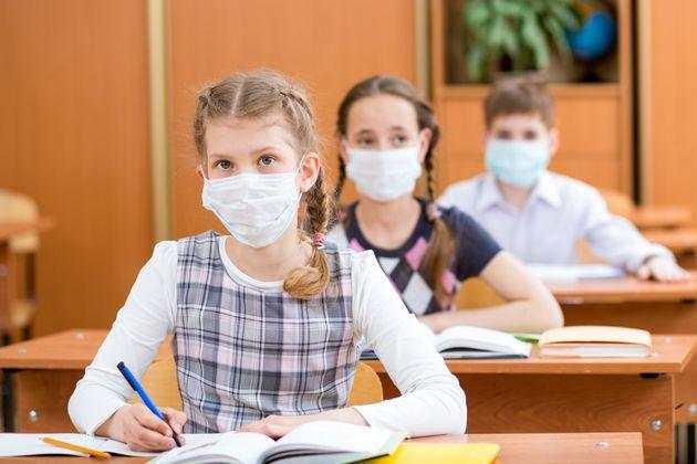 Le Conseil scientifique réclame le port du masque obligatoire pour collégiens et lycéens...