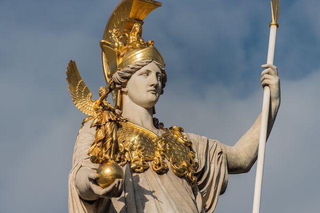 Estatua de Atenea, cuya equivalente romana es