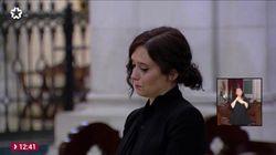 Ayuso rompe a llorar durante la misa en La Almudena por los fallecidos por el