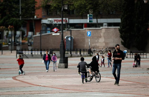 Ισπανία: Τα παιδιά βγήκαν από το σπίτι για πρώτη φορά εδώ και έξι