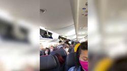 Tutti seduti vicini in aereo: