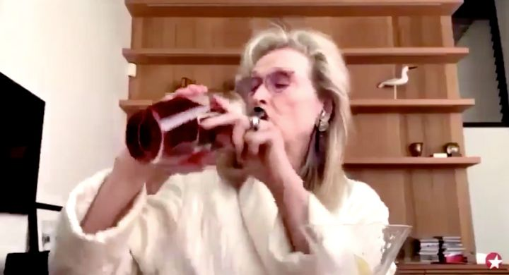 Meryl Streep, bebiendo en cuarentena.