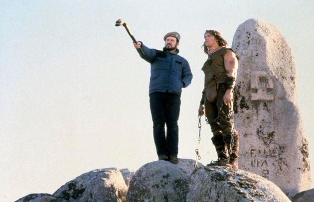 ArnoldSchwarzenegger y John Milius durante elrodaje de 'Cónan, el bárbaro', en Colmenar