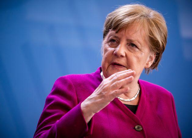 Plusieurs figures politiques en Allemagne demandent à Angela Merkel d'accélérer...