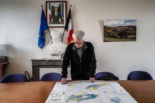 Mobilisés depuis le début de la crise, les maires se préparent à un déconfinement...