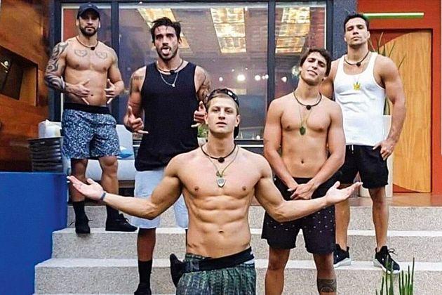 Da esquerda para a direita: Hadson, Guilherme, Lucas, Felipe e Petrix - os participantes que foram eliminados...