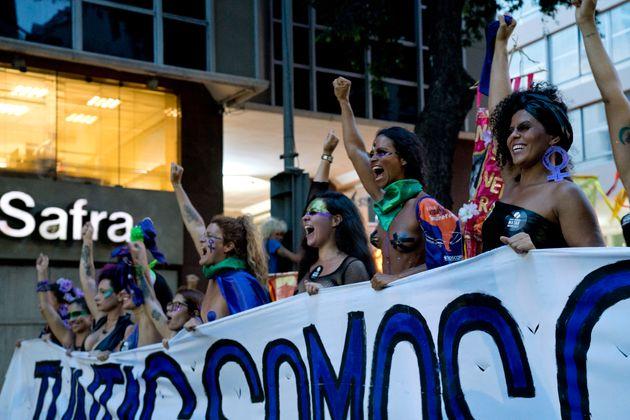 Mulheres marcham no Dia Internacional da Mulher, em 8 de março de 2019, no Rio de