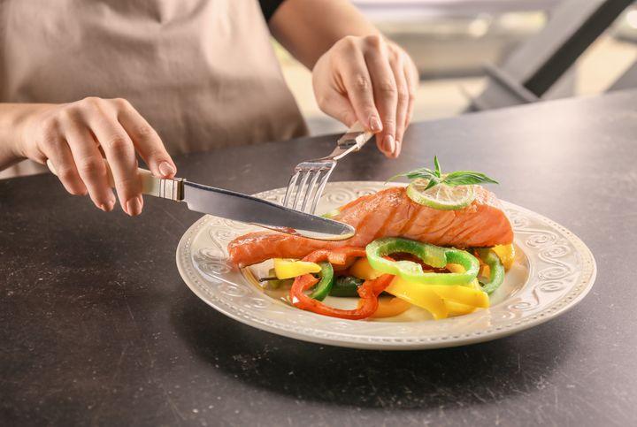 Τα μικρά, λιπαρά ψάρια έχουν υψηλή περιεκτικότητα σε ωμέγα-3 λιπαρά οξέα.