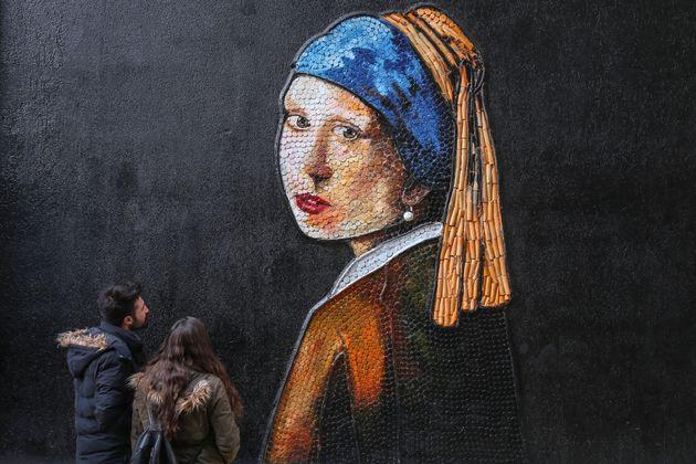 Τι αποκαλύπτει έρευνα για το έργο του Βερμέερ ''Το κορίτσι με το Μαργαριταρένιο