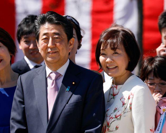安倍総理大臣と妻の昭恵さん