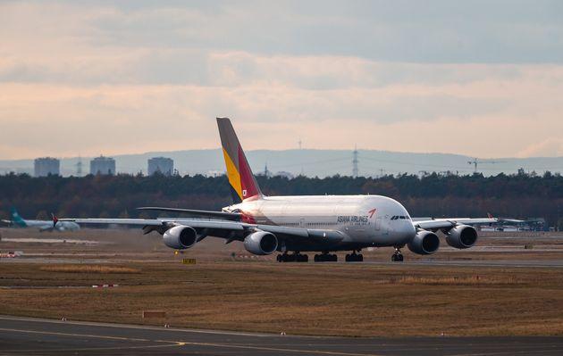 (자료사진) 아시아나항공 A380 여객기. 아시아나항공은 세계에서 가장 큰 여객기인 A380을 6대 운용하면서 미주국·유럽 등의 장거리 노선에