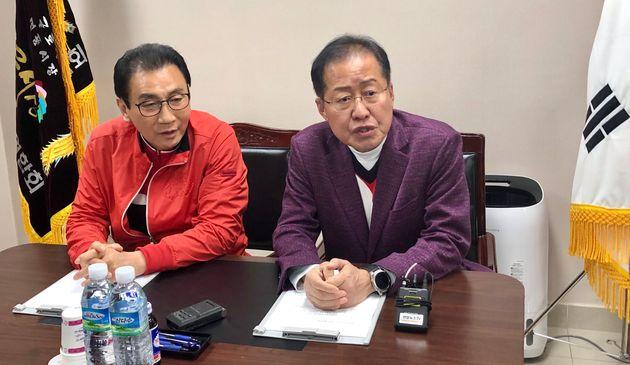 홍준표 전 대표와 김영오 대구 서문시장 상가연합회장. 2020. 4.
