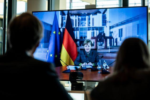 Σύγχυση στη Γερμανία με την αύξηση του αριθμού αναπαραγωγής του κορονοϊού ενώ έχουν χαλαρώσει τα