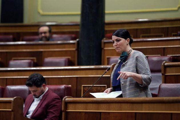 La diputada de Vox Macarena Olona, durante su intervención en la sesión de control al Ejecutivo celebrada...