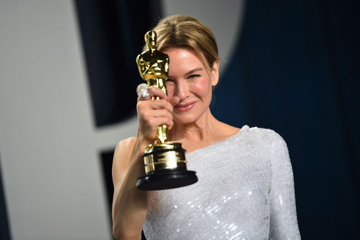 """Renee Zellweger, winner of the award for best performance by an actress in a leading role for """"Judy,"""" arrives at the Vanity F"""